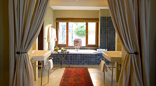 Suite's luxury bathroom at Dulini River Lodge located in the Big 5 Sabi Sand Private Game Reserve